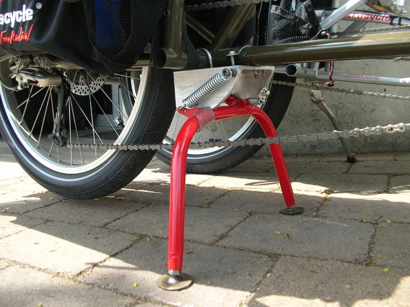 how to get bike on center stand